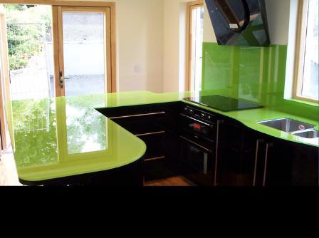 kính màu ốp bếp giá rẻ