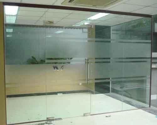 Cửa kính mờ văn phòng