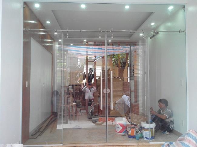 Những ưu điểm của cửa kính xoay
