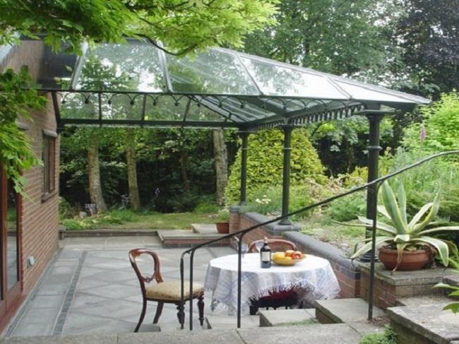4 lý do mái kính được ưa chuộng lắp đặt sân vườn
