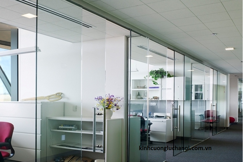 Vách ngăn kính văn phòng tạo không gian phòng riêng biệt cho nơi làm việc