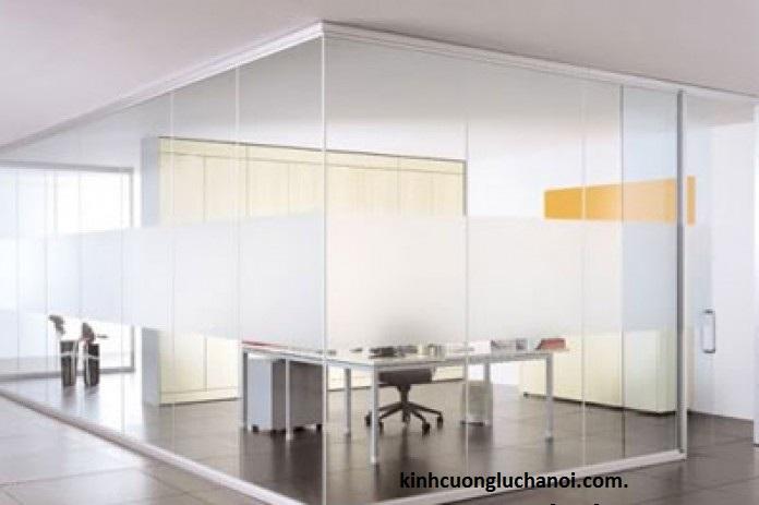 Vách ngăn kính văn phòng cách âm cho hiệu quả công việc cao nhất